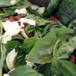 ajoutez du basilic et de l'ail émincé à la bolognaise quand vous réchauffez la sauce