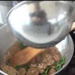 Ajoutez une louche de bouillon