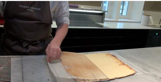 astuce-papier-cuisson-buche-de-noel-pierre-herme