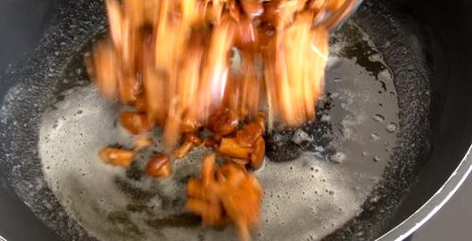 faire-sauter-girolles-beurre